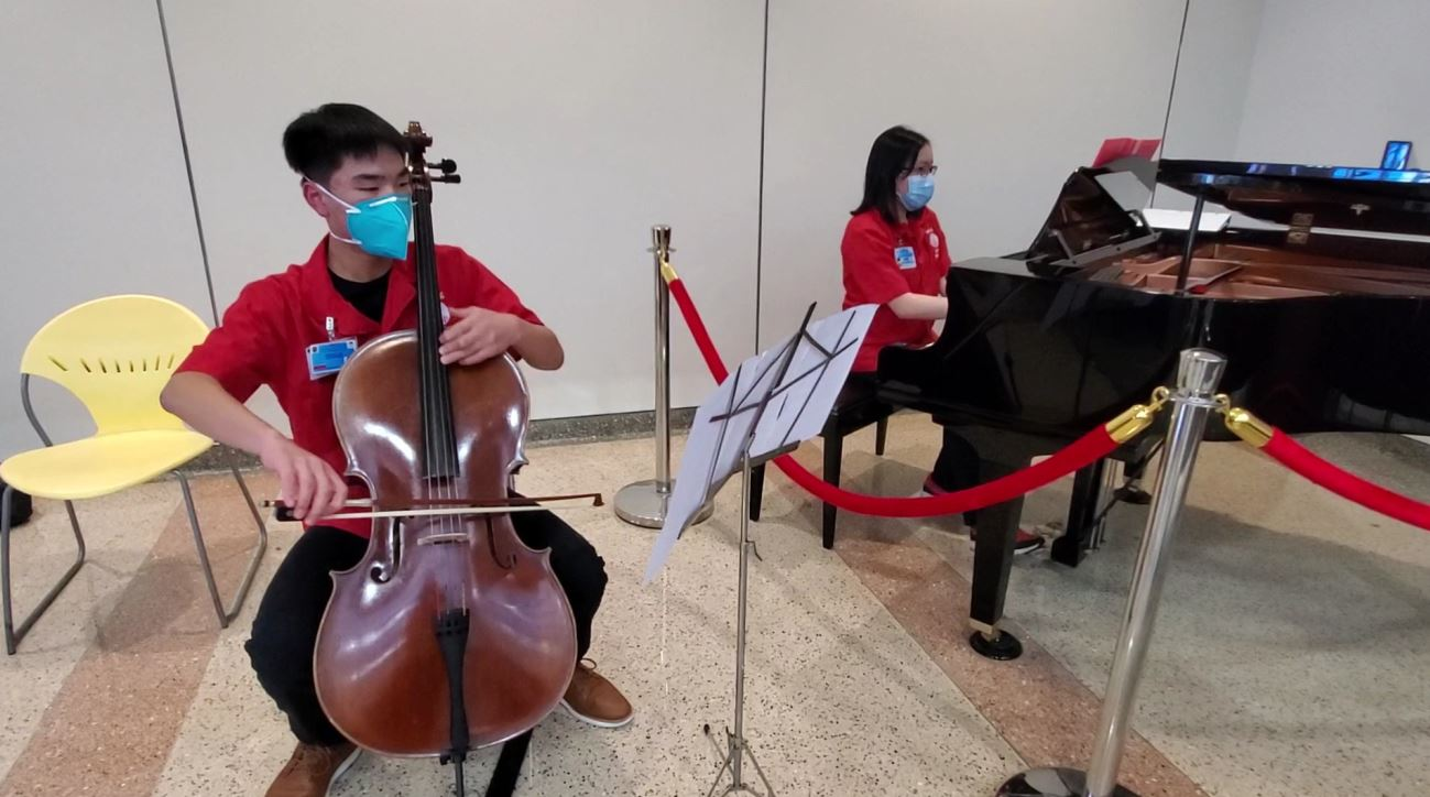 Cello and piano duet at IPT lobby